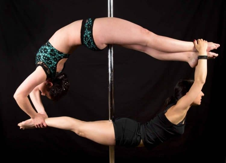 Figure de pole dance par Adeline Pilates